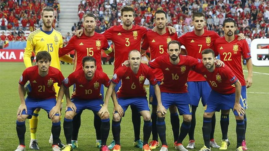 Los jugadores de la selección española antes del partido España-Turquía del Grupo D de la Eurocopa de Fútbol de Francia 2016, en el Estadio Allianz Riviera de Niza, Francia. EFE/Kai Försterling