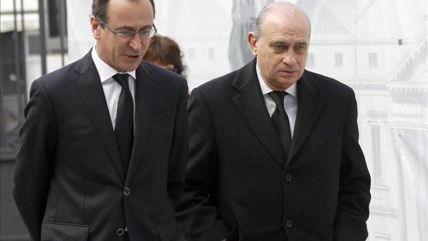 El Gobierno, reunido en el Congreso para aprobar la distinción a Suárez
