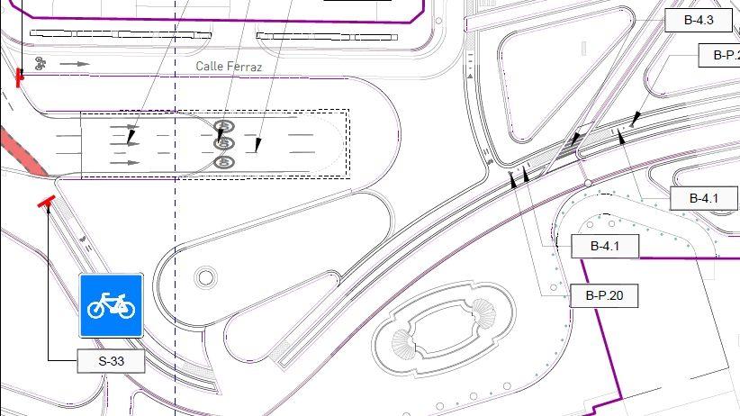 Detalle de las señales con las que contará uno de los carriles bici de Plaza España