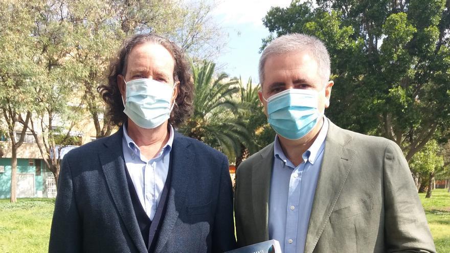El escritor Jerónimo Tristante, con el autor de este artículo, Manuel Segura