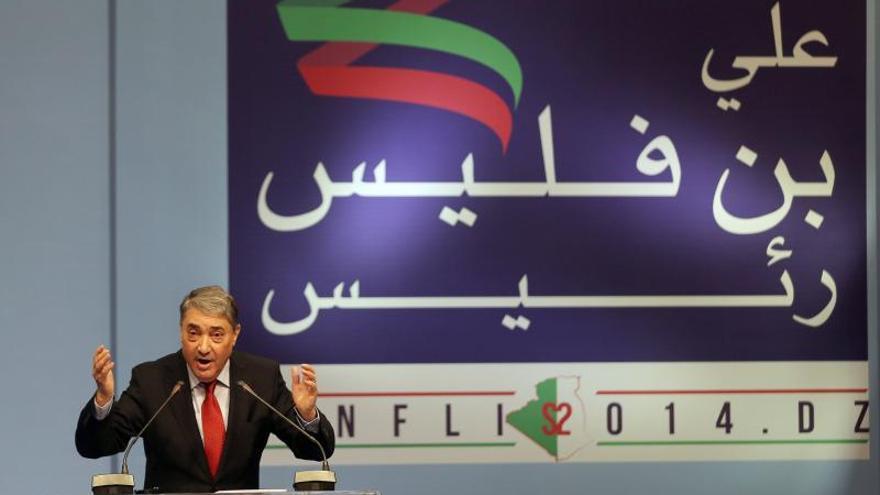 El exprimer ministro argelino Benflis presenta su candidatura a las presidenciales