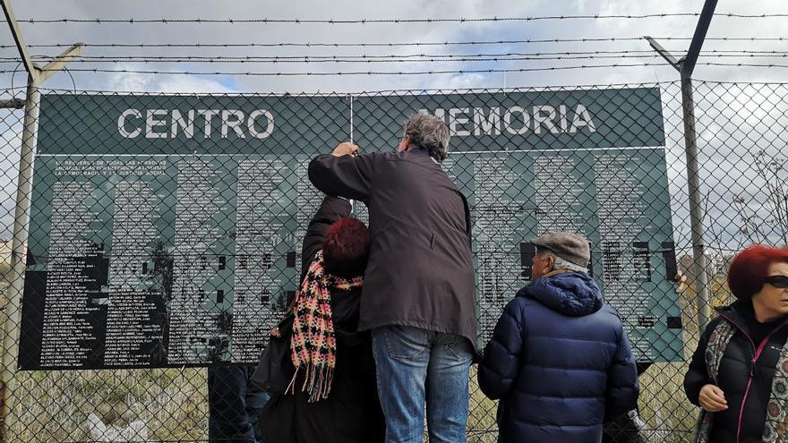 Instalación del memorial alternativo de Carabanchel
