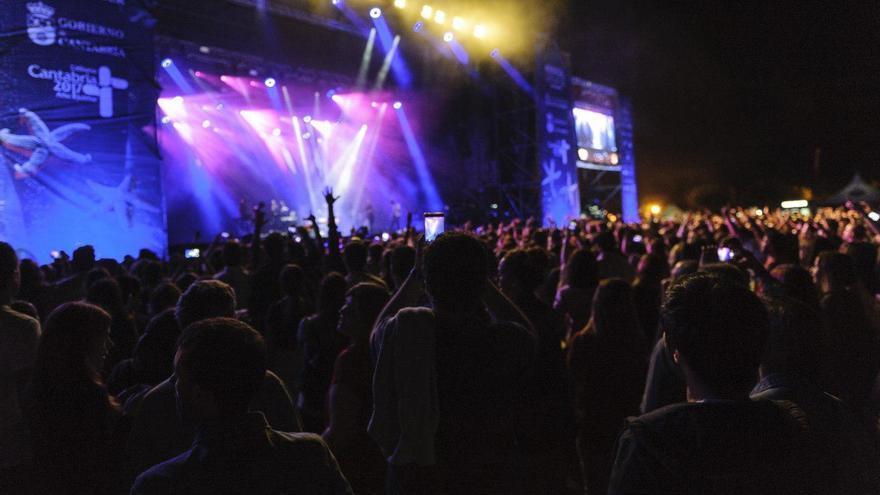 Público en uno de los conciertos de Música en Grande durante la pasada edición. | EL REY LAGARTÓN