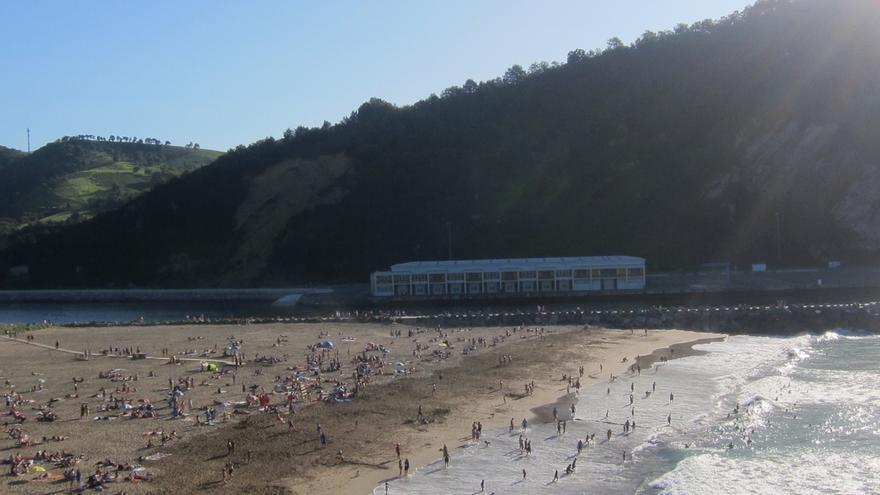 Todas las playas de Gipuzkoa permiten este domingo el baño libre salvo Zarautz, Getaria y Zurriola