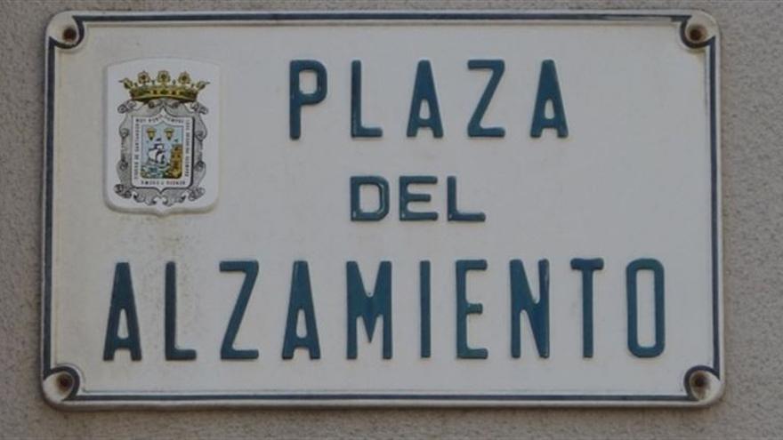 Una de las placas que incumple la Ley de Memoria Histórica en Santander.