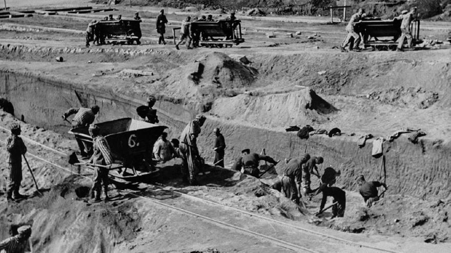 Prisioneros españoles trabajando en el campo de concentración de Mauthausen.