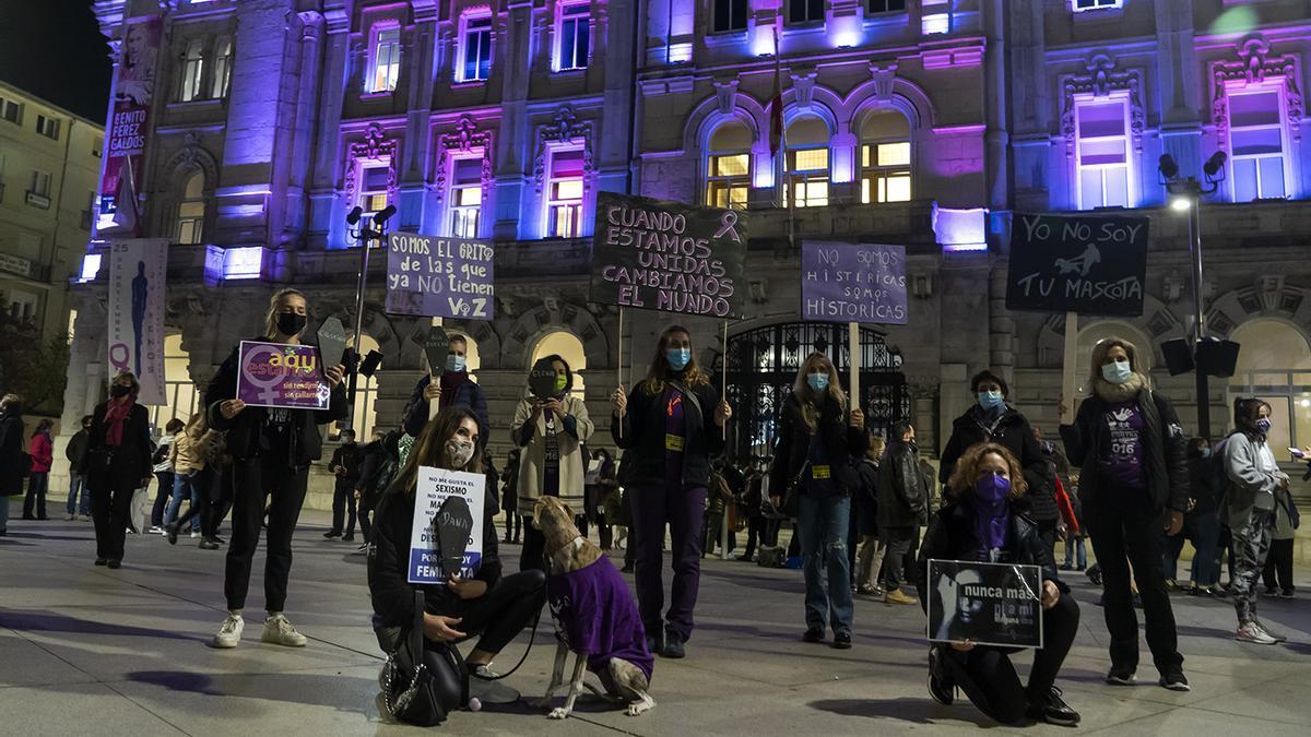 Concentración feminista en Santander por el 25N en el año de la pandemia.