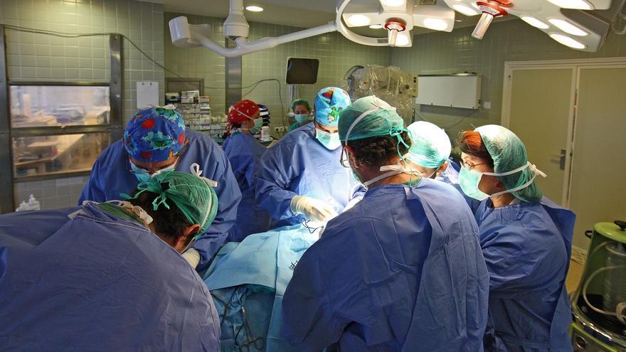 El Virgen del Rocío reformará los quirófanos del Infantil e inicia la remodelación de los de Traumatología