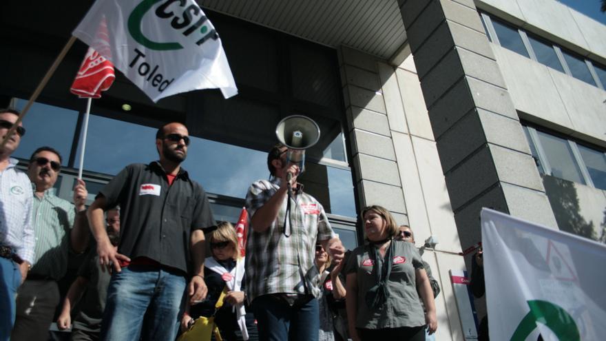Representantes sindicales antes de entrar a la mesa técnica
