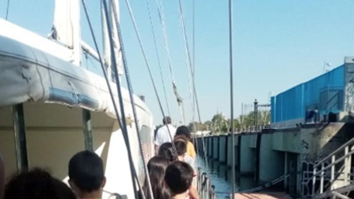 Niños visitan el velero Ibero III que explica y conmemora la primera circunnavegación del mundo