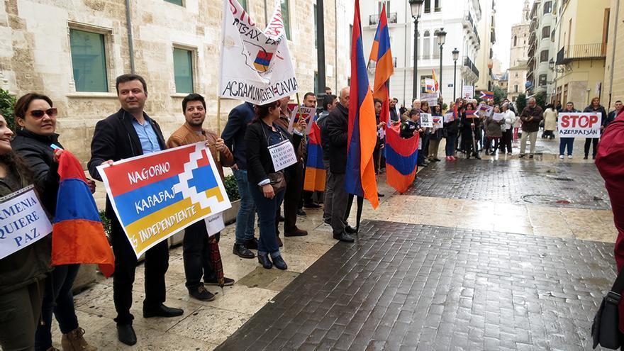 Un instante de la concentración convocada por la Asociación Armenia Ararat en Valencia