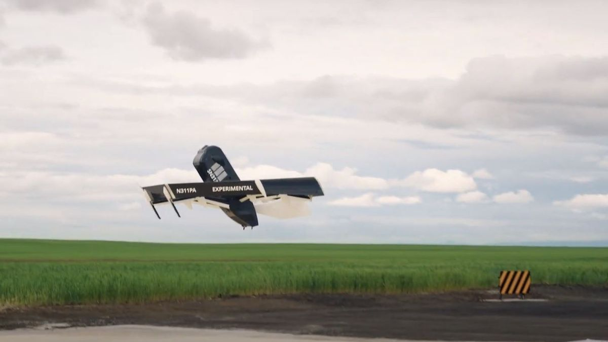 Un dron de Amazon durante un vuelo de prueba
