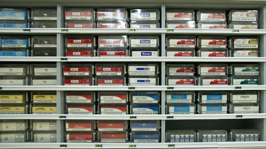 Las ventas de cigarrillos, en mínimos históricos, caen un 11% en 2013 y suman cinco años de retrocesos