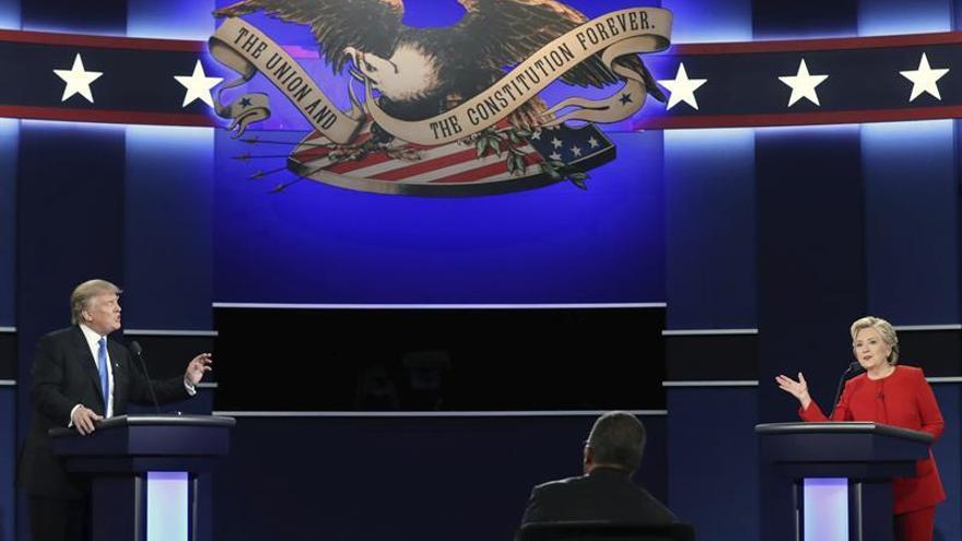 """Trump acusa a Clinton de """"culpar a todos menos a ella misma"""" de su derrota"""