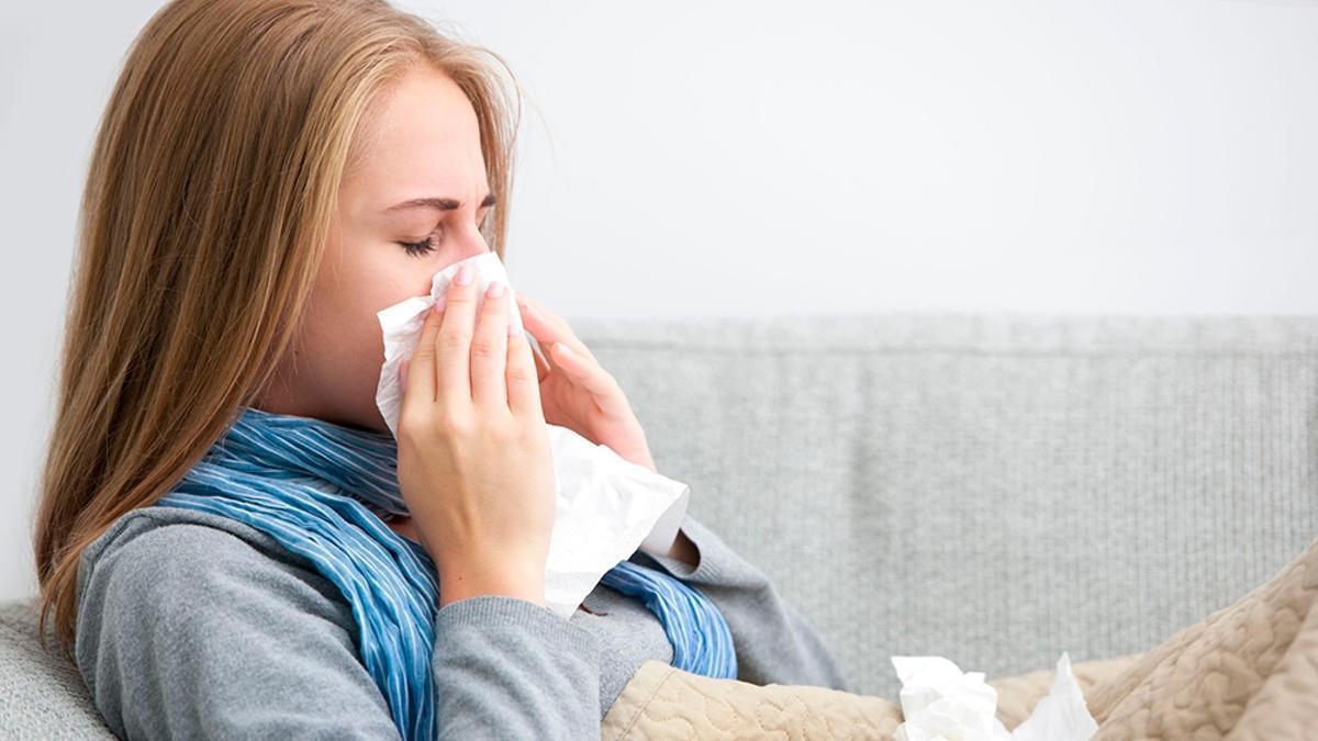 El Ministerio de Salud agregó a la rinitis y congestión nasal como síntomas para definir un caso sospechoso de coronavirus