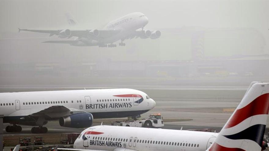 Aumentan un 50 % las detenciones de personas ebrias en aeropuertos británicos