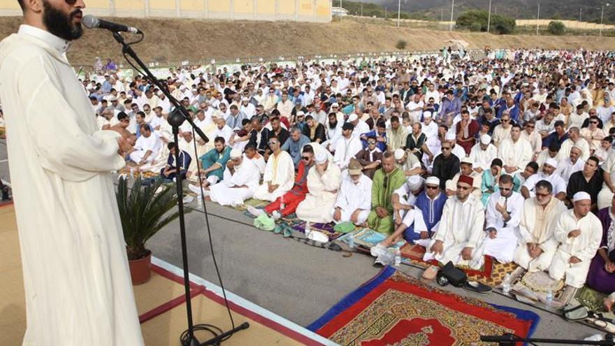 Miles de musulmanes celebran en Ceuta y Melilla el final del Ramadán