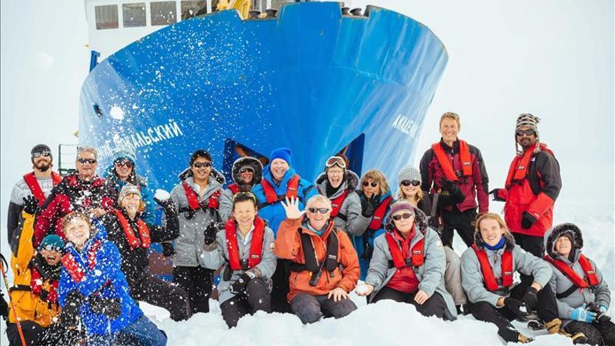 El rompehielos ruso atrapado en la Antártida empieza a avanzar