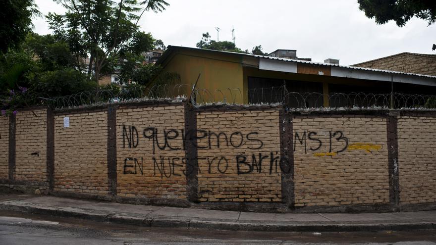 Grafiti en contra de una de las principales maras | FOTO: Amnistía Intenracional, Encarni Pindado