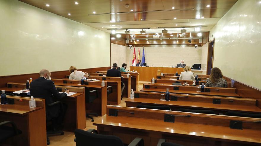 """La ley para agilizar los fondos europeos en Castilla-La Mancha se topa con acusaciones de """"falta de transparencia"""" y """"privatización"""""""