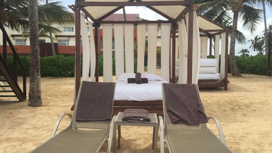 Su anfitrión puso a su disposición una cama balinesa en la playa privada del hotel. (Canarias Ahora).