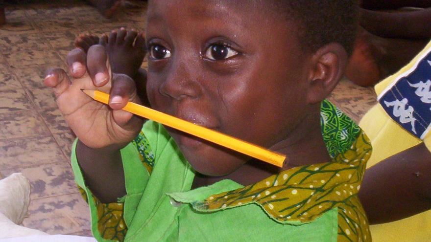 Niño en una escuela de Benín.