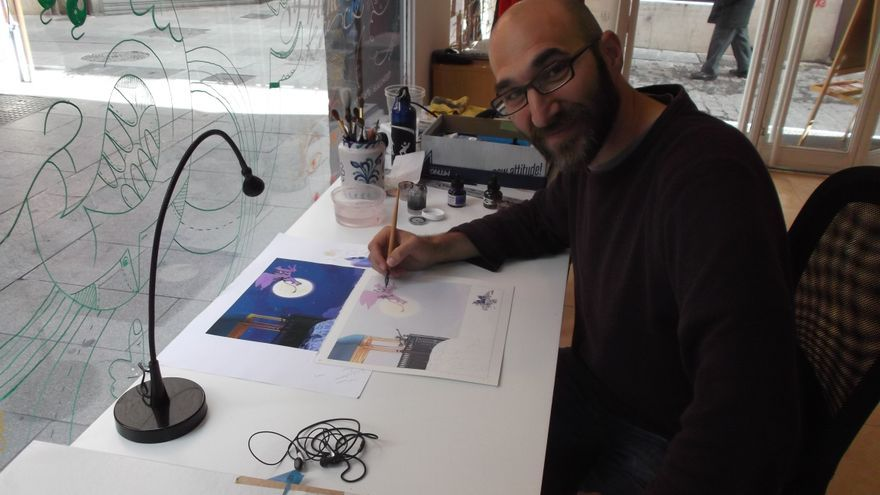 El ilustrador norteamericano Aaron Becker, en el coworking donde trabaja en Granada. Foto: JC