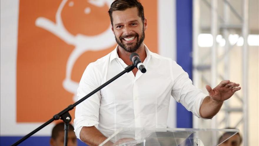 """Ricky Martin recupera """"emociones"""" y experiencias amorosas en su nuevo disco"""