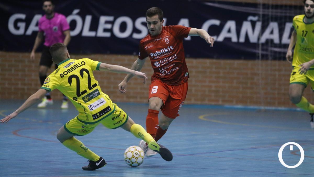 Lance del duelo entre el Bujalance y el Jaén B en el Pepe Montalbán.