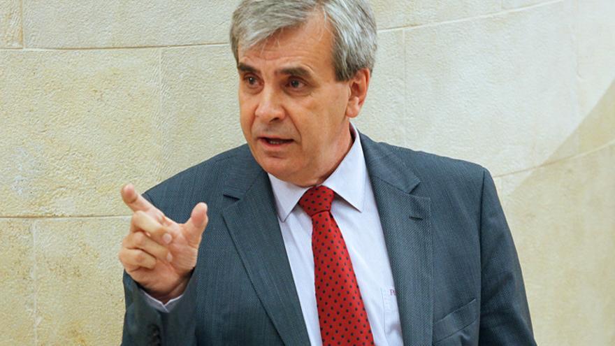 Rafael De la Sierra en el transcurso de una intervención en el Parlamento de Cantabria
