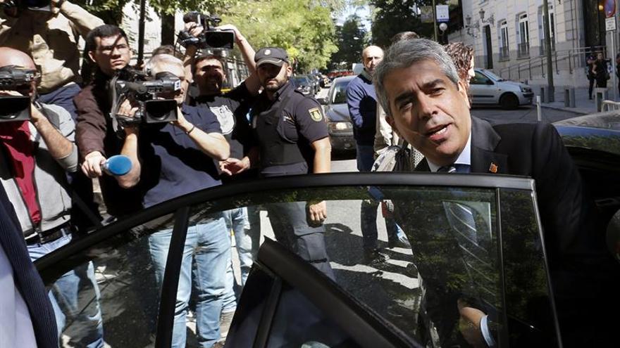 Homs pide 'barones' del PSOE que digan claramente si desean continuidad Rajoy