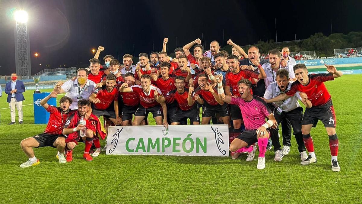 El Egabrense celebra su ascenso a División de Honor
