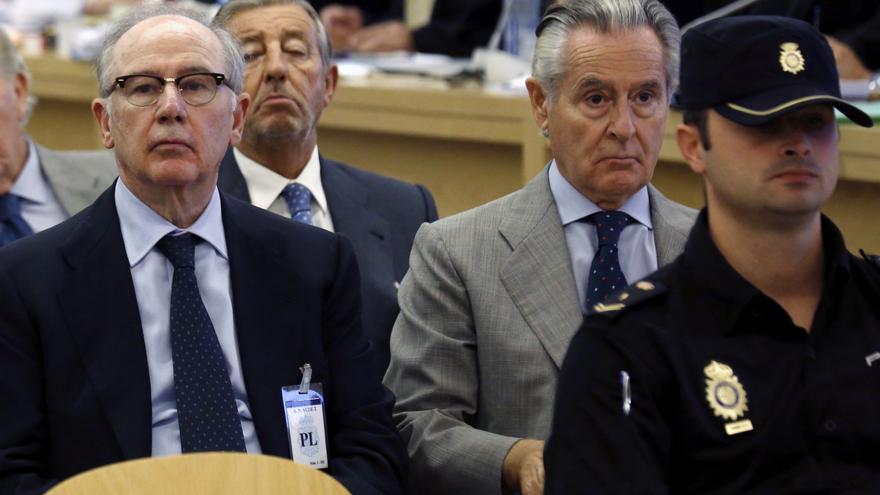 Rodrigo Rato y Miguel Blesa, en el banquillo de los acusados del juicio de las tarjetas 'black' / Chema Moya \ EFE