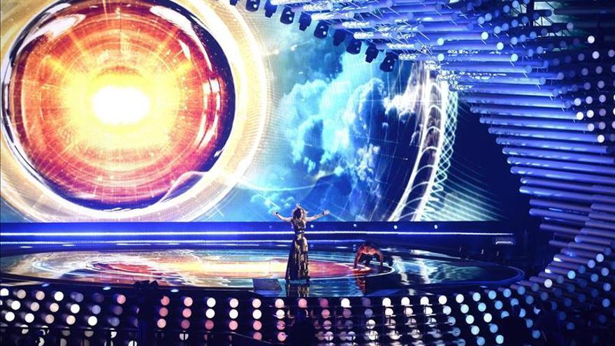 Edurne cambia de vestido y cantará en la segunda mitad de Eurovisión