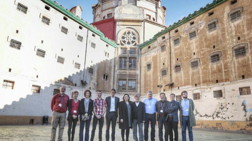 Alcaldes y representantes de las ciudadades contra la impunidad franquista