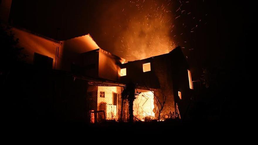 Aumentan a 24 los muertos por incendio en el centro de Portugal