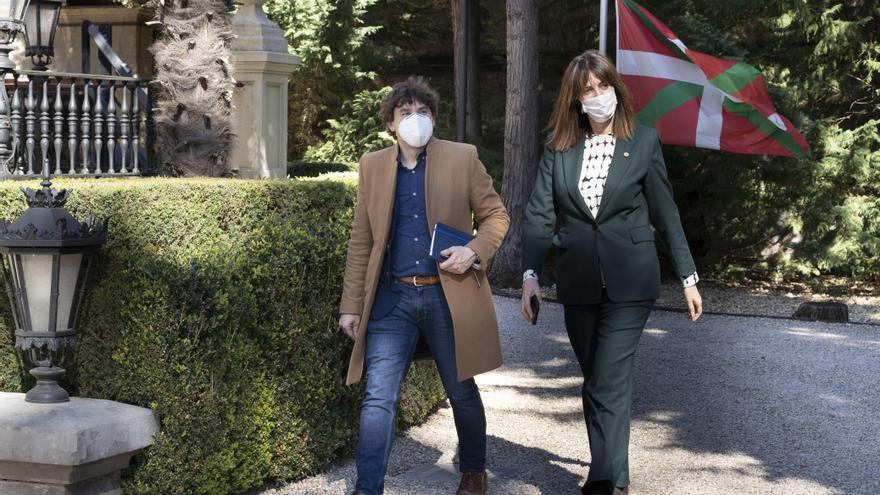 Idoia Mendia, con Eneko Andueza