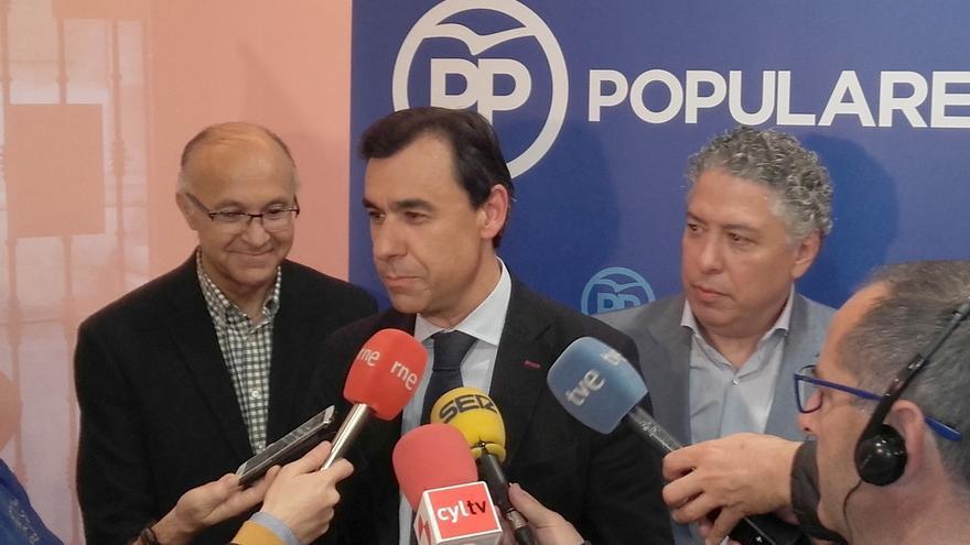 """Maíllo advierte de que """"aunque haya varias izquierdas que peleen"""", tras las elecciones """"se van a buscar"""""""