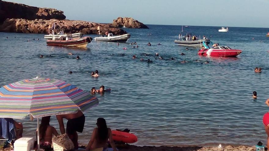 Embarcaciones en Cala Fría, Cabo de Palos / J. L. Vidal Coy