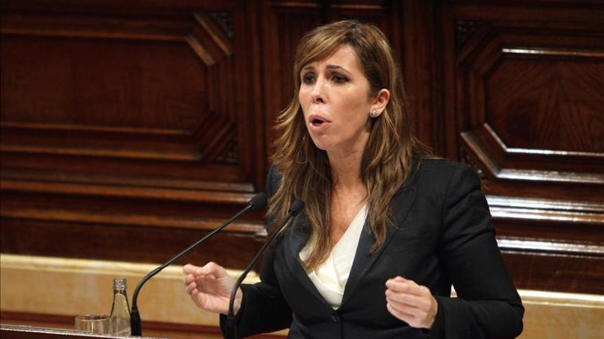 """Sánchez Camacho pide responsabilidad al PSC ante """"la OPA hostil"""" de CiU"""