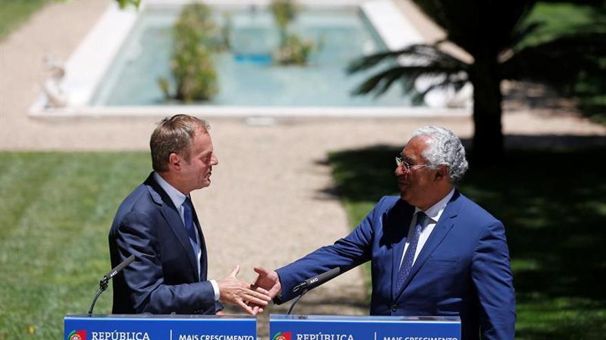 """Tusk dice que Portugal está en el """"camino correcto"""" en materia presupuestaria"""