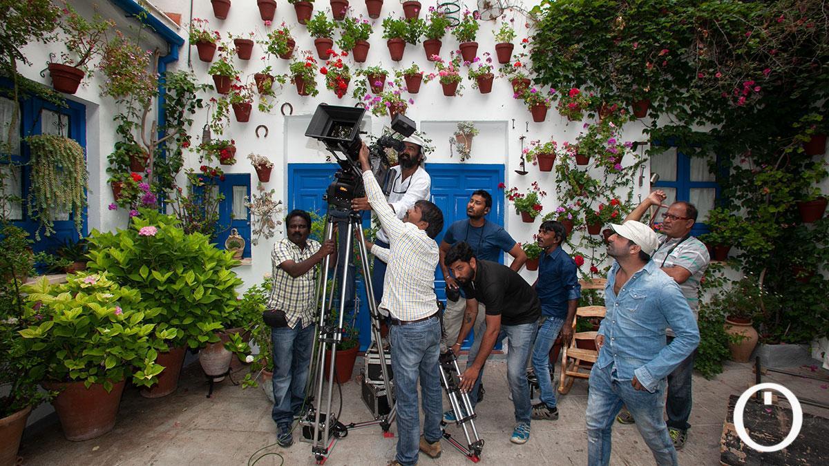 Grabación de la película Akhil en el patio de Las Campanas en la C/ Siete Revueltas