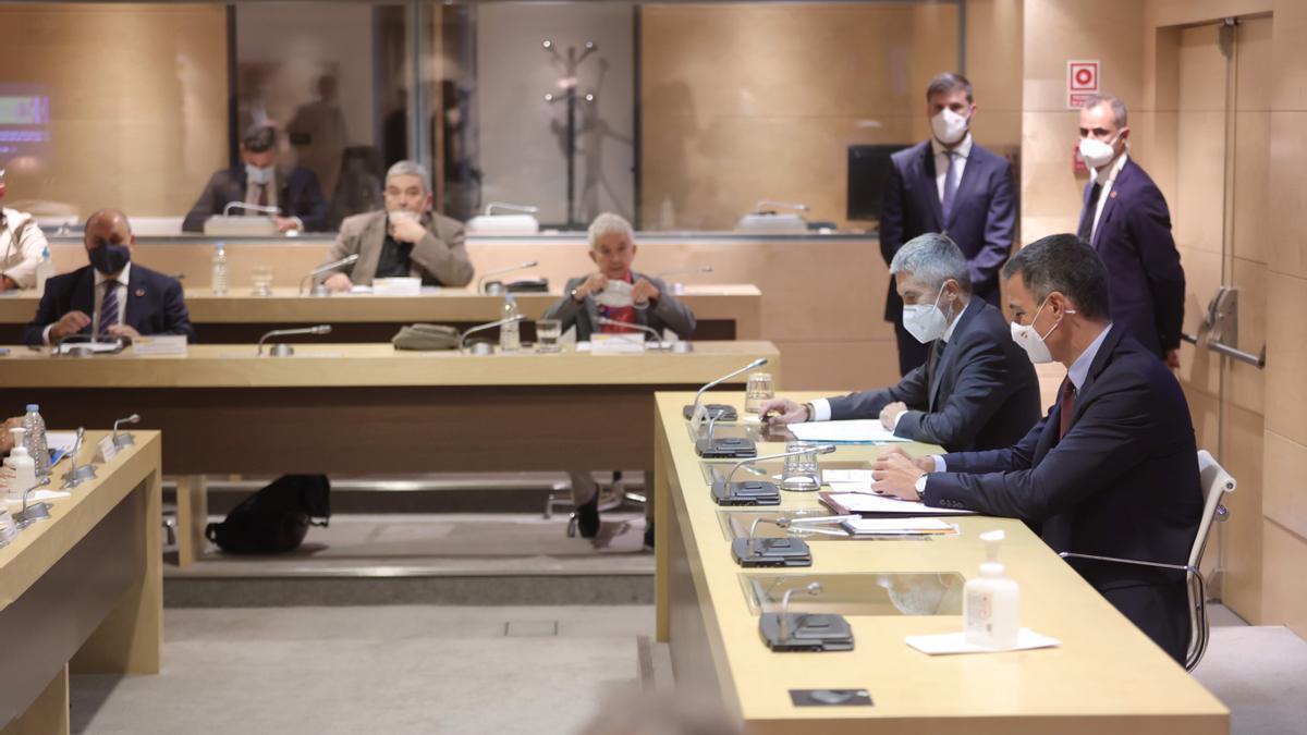El presidente del Gobierno y el ministro del Interior en la comisión de seguimiento de delitos de odio.