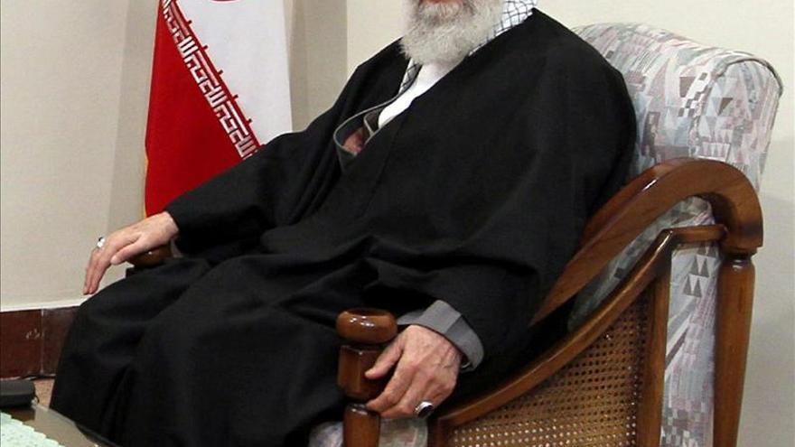 Jamenei acusa a países enemigos de tratar de devaluar las presidenciales en Irán