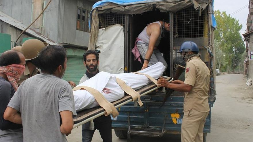 8 muertos y 96 heridos en protesta por muerte de militante en Cachemira india