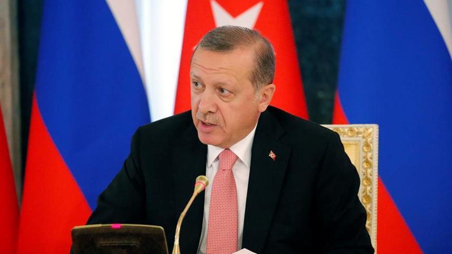 Las autoridades decretan el cierre de doce canales de televisión en Turquía
