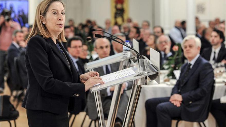 Ana Pastor promete el AVE a Galicia en 2018 y una estación intermodal en Ourense