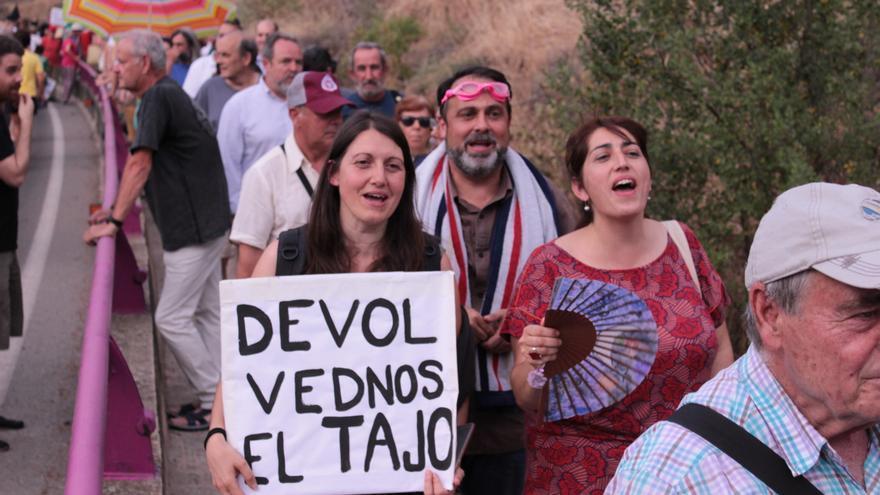 Manifestación 45 años prohibición baño Tajo