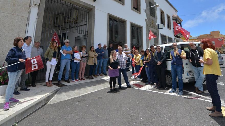 Concentración de apoyo a los trabajadores de Correos en El Hierro