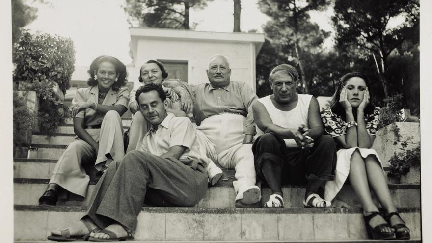 Ady, Man Ray, Sr. y Sra. Cuttoli, con Picasso y Dora Maar en Mougins (Francia), 1937